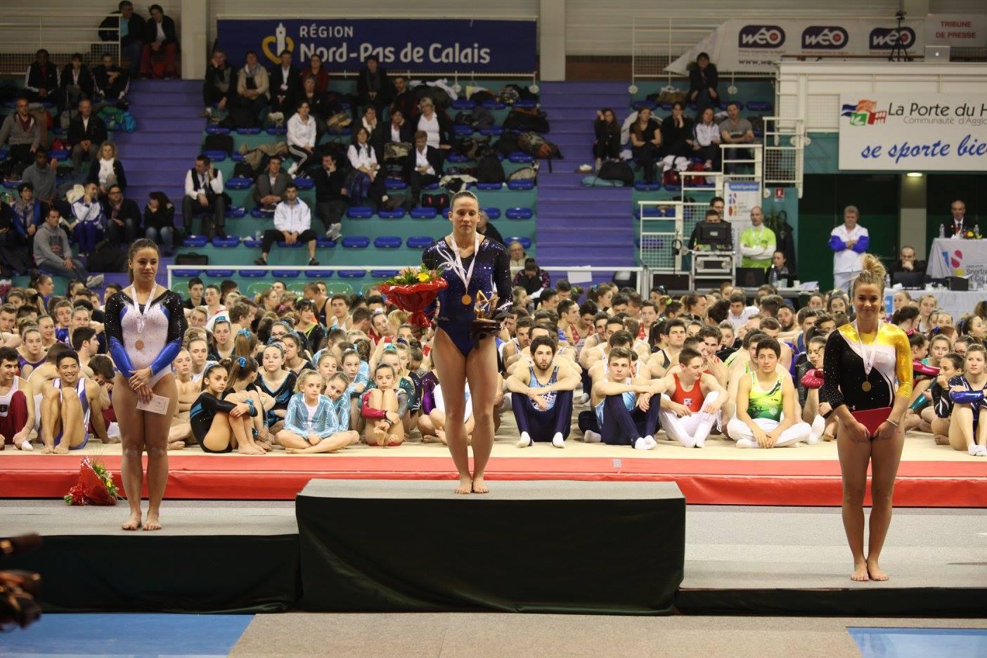 Coralie dylas seconde au classement individuel a gauche sur la photo